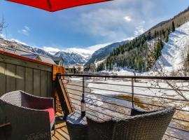 Double Diamond Ski-in/Ski-out Chalet, hotel in Telluride