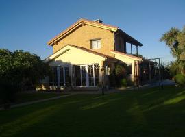 Casa Los Abetos, hotel in Quintueles