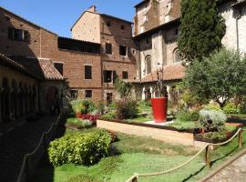 Appartement dans le cloître Saint Salvy à Albi., apartment in Albi