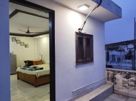 Rooftop Apartment Centrally located, apartment in New Delhi