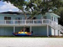 FMB BEACH HOUSE, Ferienunterkunft in Fort Myers Beach