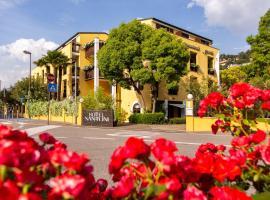 Hotel Santoni Freelosophy ***, hotel near Lago di Ledro, Nago-Torbole