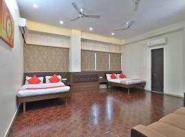 Gokuldham Banquet and Rooms, hotel in Surat