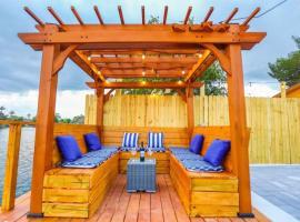 5 Star Pergola & Dine on Sun-Splashed Luxury Deck, vacation rental in Fort Lauderdale