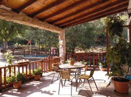 Casa Rural El Tejo, hotel en Arroyo Frío