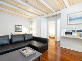 Modern Montrose Flat w/Parking, Coffee and Netflix, apartment in Houston
