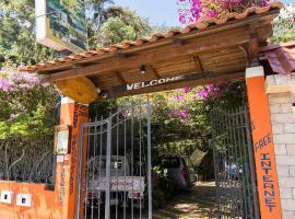 Hostal Chimenea, hostel in Baños