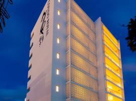 CONDO ROYAL Ryu Kyu, hotel near Mihama American Village, Chatan