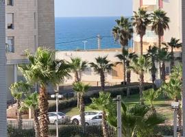 Sea Breeze, отель в Бат-Яме