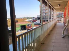 Tassili lodge 2, hotel near O.R. Tambo International Airport - JNB, Kempton Park