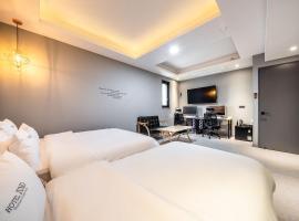 Hotel Juno Yongin City Hall, room in Yongin