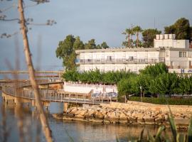 Hotel Restaurant Juanito Platja, hotel a prop de Delta de l'Ebre, a Sant Carles de la Ràpita