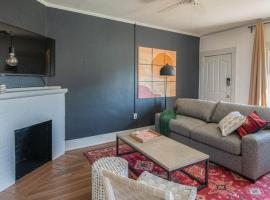Cozy 2BR Home near Roosevelt Row by WanderJaunt, B&B in Phoenix