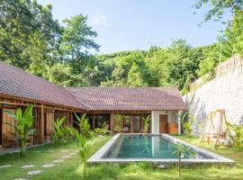 Lombok Pool House, family hotel in Kuta Lombok