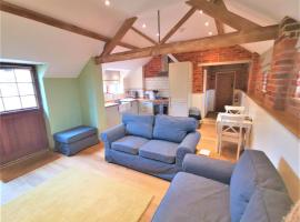Blashford Manor Holiday Cottage - The Dartmoor Cottage, hotel with jacuzzis in Ellingham