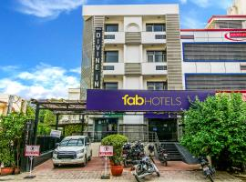 FabHotel Divine Inn, hotel near Hazrat Nizammudin Train Station, New Delhi