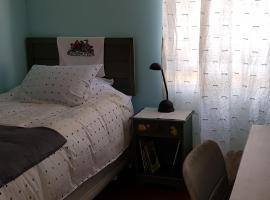 Room in Valle Lo Campino, habitación en casa particular en Santiago