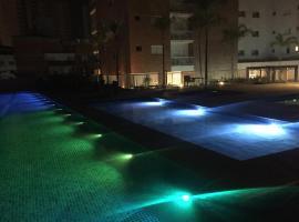 Apartamento Guarujá, hotel with jacuzzis in Guarujá