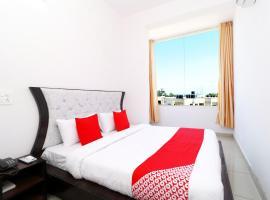 OYO 30900 Roadstar Hotel, hotel near Fateh Burj, Sohāna