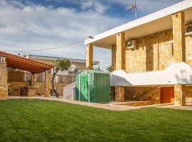 Spacious home with garden in Marathonas, hotel in Marathon