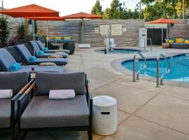 Hampton Inn & Suites Los Angeles Burbank Airport, hotel near Hollywood Burbank Airport - BUR,