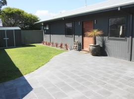 Bayside Luxury Escape Busselton, vacation home in Busselton