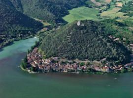 belvedere sul lago, hotel en Terni