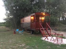 Roulotte de charme, campground in Saint-Vivien-de-Blaye