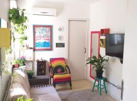Aconchegante apezinho com garagem., apartment in Porto Alegre