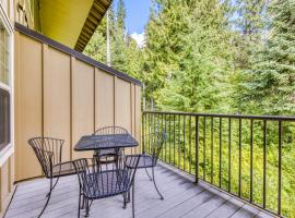 Collins Lake Luxury with Forest Views, hotel in Government Camp