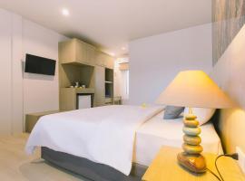 Fantasy Hill Bungalow, hotel in Kata Beach
