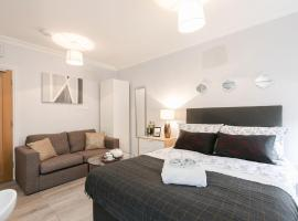 11Helena House LUX Studio Apartment, hotel in Reading
