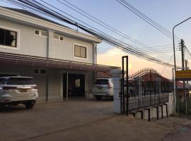 Golf-Giff Guesthouse, hotel in Ban Houayxay