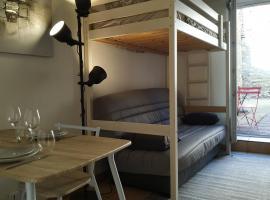 Studio au centre-ville de Dole, hotel near Dole Train Station, Dole