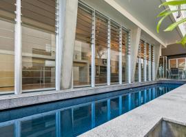 Contemporary & central, Sunshine Beach, hotel in Sunshine Beach