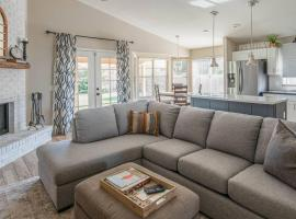 Stunning 4BR in North Scottsdale by WanderJaunt, B&B in Phoenix