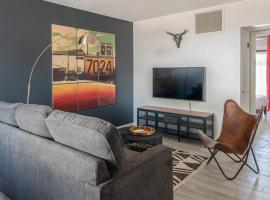 Sleek 3BR Home in Arcadia by WanderJaunt, B&B in Phoenix