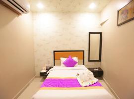 Hotel Runway Inn, hotel near Lal Bahadur Shastri International Airport - VNS, Pura Raghunāth