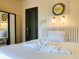 Cozy Guesthouse Restaurant & Bar, guest house in Ko Lanta