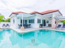Modern 4 Bedroom Pool Villa OP1, hotel in Hua Hin