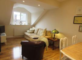 Apartment 5 - two bedroom luxury apartment close to town, mainline rail & theatre stylish and comfortable, hotel in Darlington