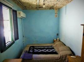 Excelente alojamiento ! Buena Zona!, habitación en casa particular en Rosario