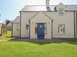 8 AN SEANACHAI HOLIDAY HOMES, hotel in Dungarvan