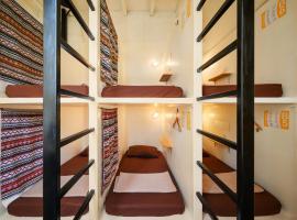 Warm White Hostel, hotel in Bangkok