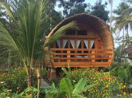 Lagoona Beach Bungalows - Eco Resort, hotel in Batukaras