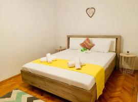 Ultracentral Apartment with all you need: WiFi, TV, AC, Washer, Coffe, hotel din Timișoara