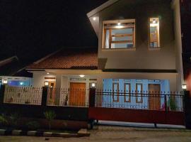 Lubna Homestay '76, villa in Kuningan