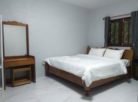 Rock Hill Beach Resort, hotel in Sichon