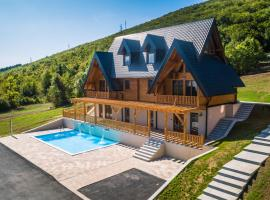 Wooden Houses Macola, self catering accommodation in Korenica