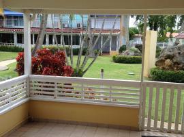 Steps From The Beach, hotel in Dorado